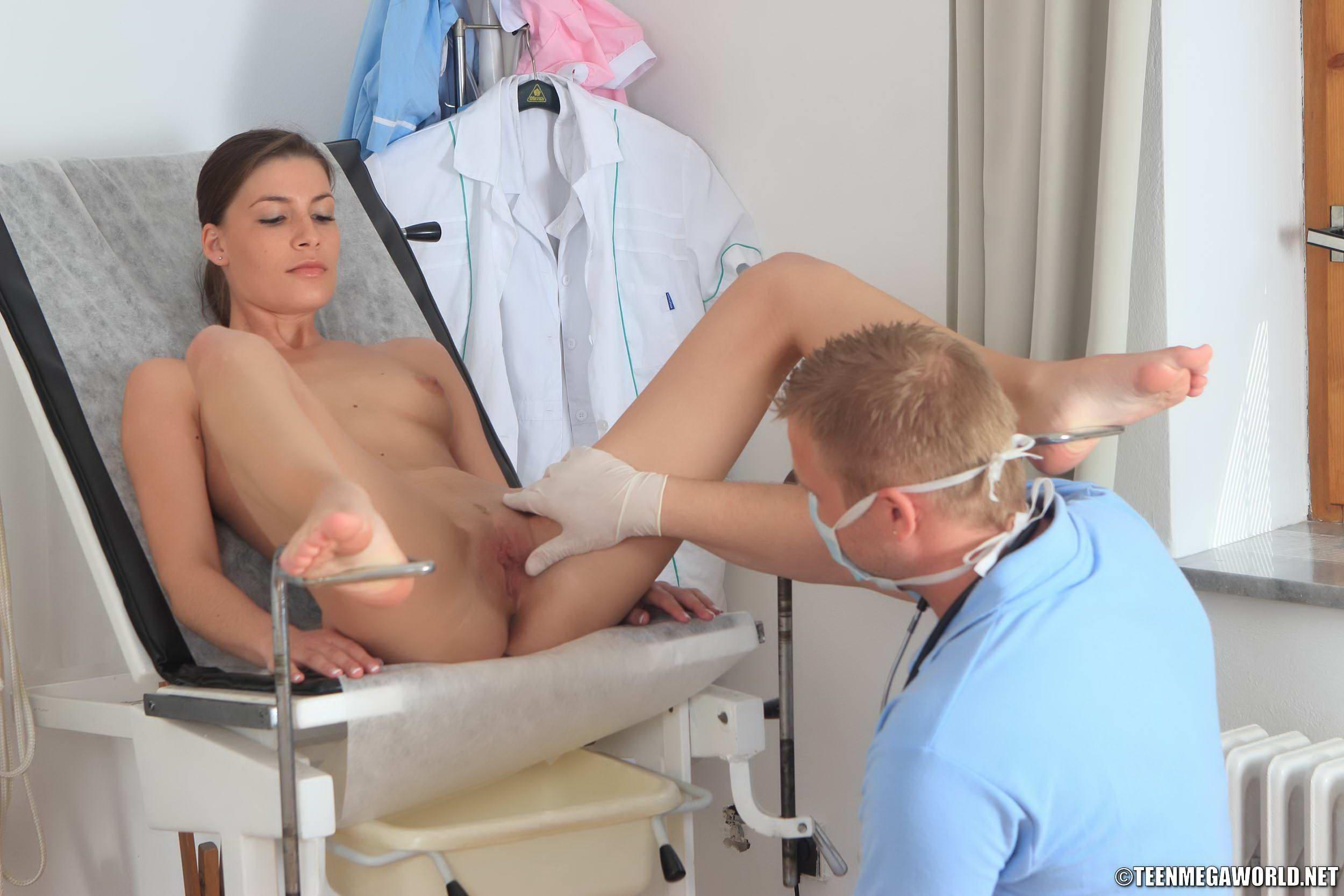 golie-na-prieme-u-ginekologa